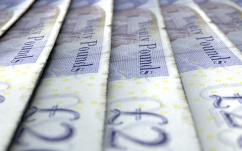 Lined-Up-Close-Up-Banknotes