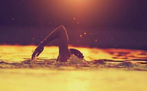 swimming-in-river