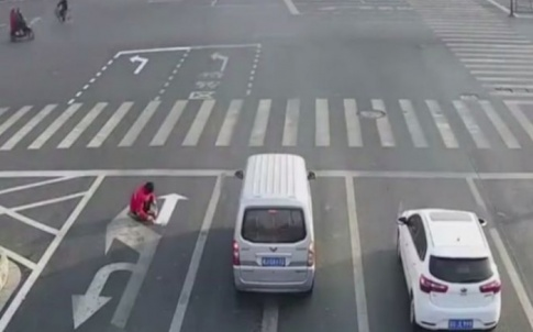 Chinese-man-repainting-road