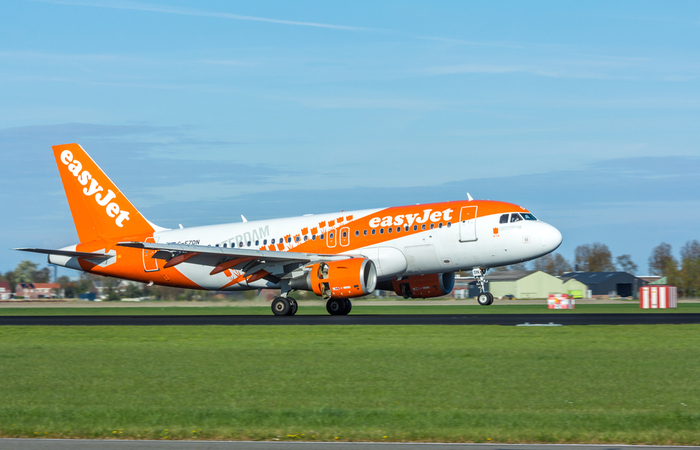 easyJet to pay staff 80% of wages during full aircraft groundings