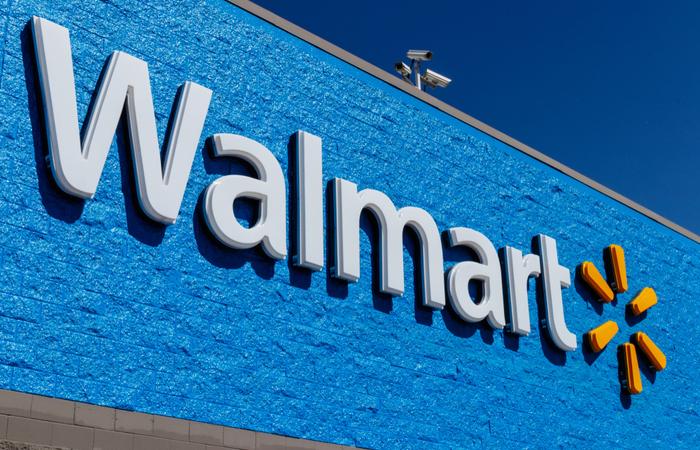 Walmart rewards frontline employees with $300 bonus