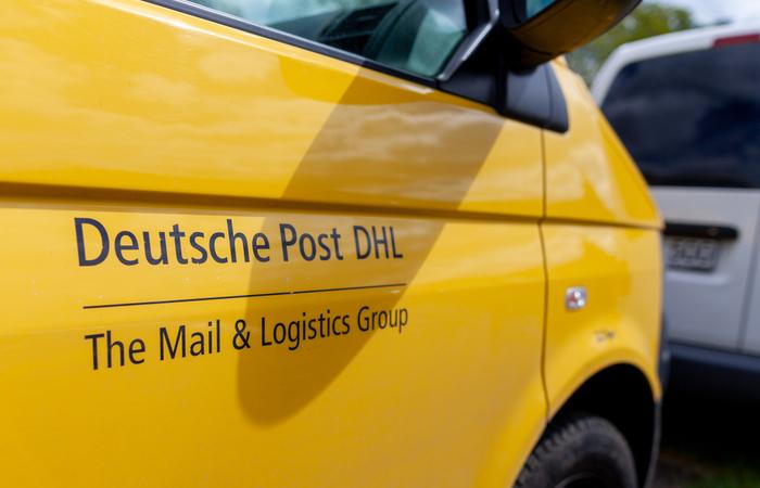 Deutsche Post DHL rewards 500,000 staff with €300 bonus