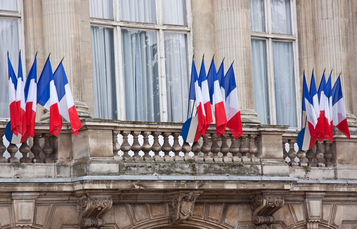 French government to give healthcare workers pay rise worth €7.5 billion
