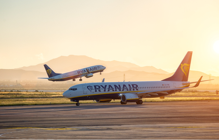 Ryanair introduces 5%-10% pay cuts for UK cabin crew