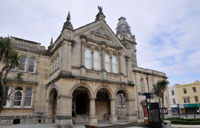 Weston Town Council to pay employees the real living wage