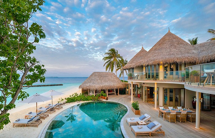 Maldives resorts offers luxury beaches for employees working remotely
