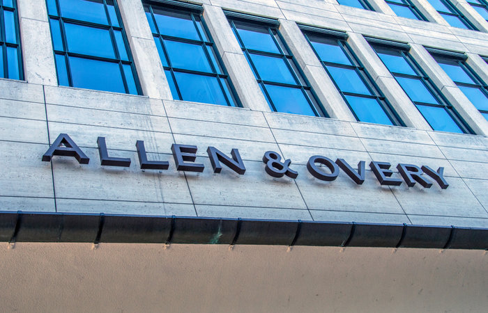 Allen and Overy increases pay for newly qualified solicitors