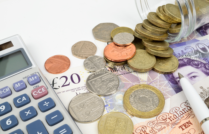 Median weekly earnings decrease by 18.1% for staff in accomodation and food service roles