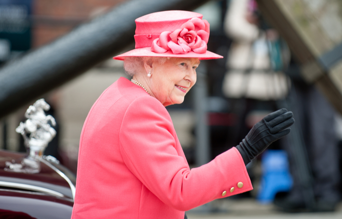 Queen looking for a personal assistant to manage diaries and draft letters
